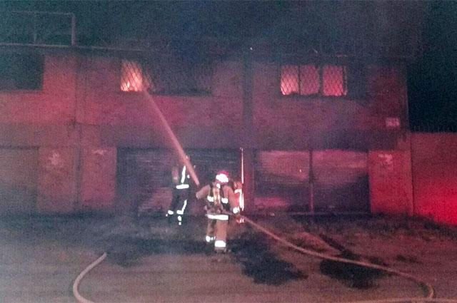 110216-fabrica-de-madera-incendio-yumbo.jpg