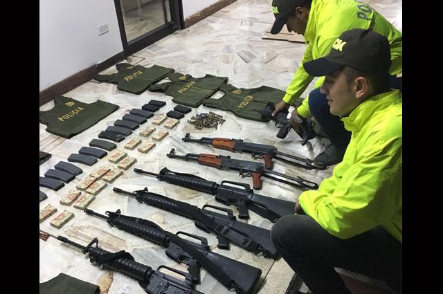 Incautan armamento y munici n hallados en veh culo abandonado en v a a yumbo noticias caracol - Lntoreor dijin ...
