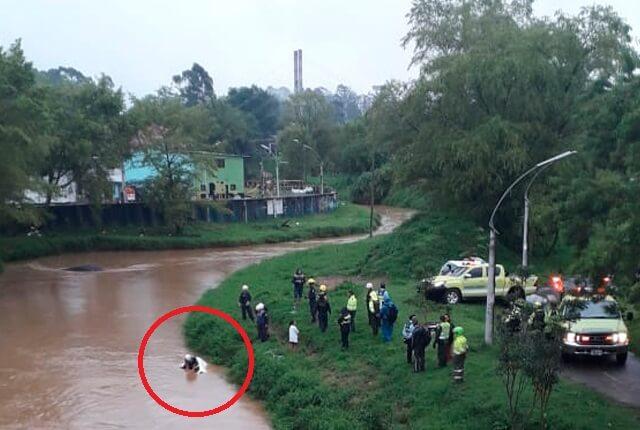 Hombre muere al caer en su carro a un río en el oriente antioqueño - Noticias Caracol