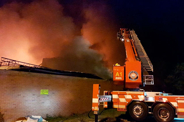 Gigantesco incendio que destruyó bodegas en Yumbo completa más de 12 horas
