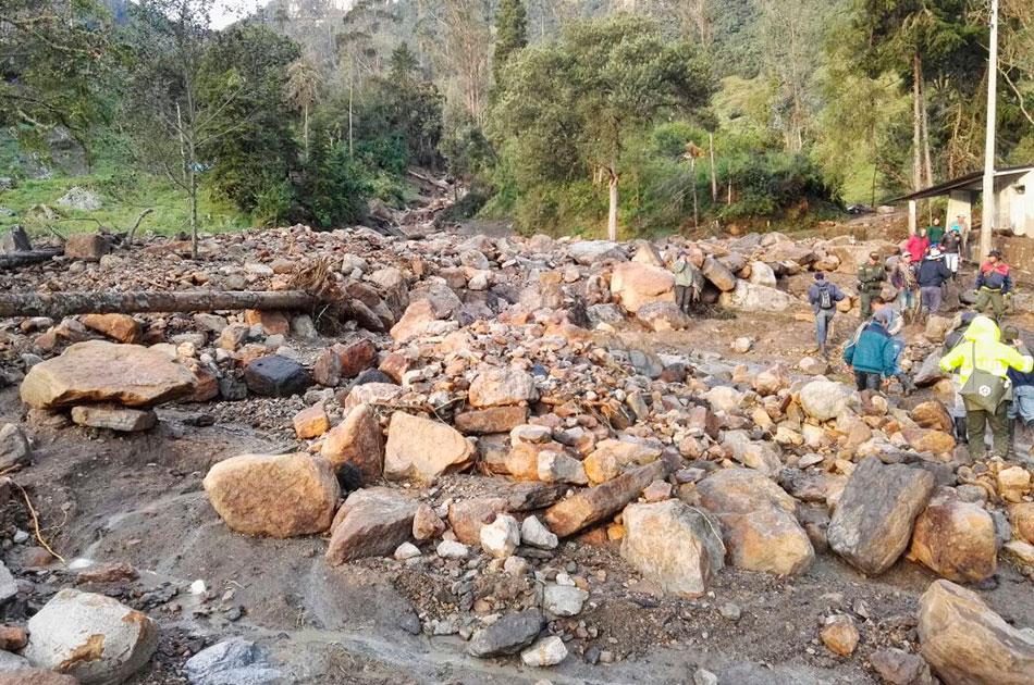 Tres personas continúan desaparecidas por desbordamiento de quebrada en Gachetá - Noticias Caracol