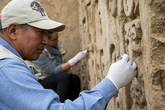 Descubren murales milenarios en ciudadela prehispánica de Chan Chan en Perú
