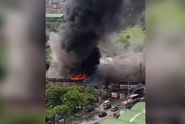 Cuatro personas lesionadas en incendio en bodega ubicada en Bello - Noticias Caracol