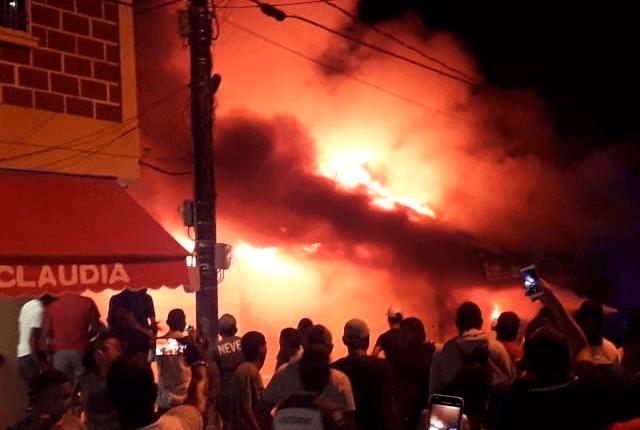Voraz incendio consumió un local comercial en Nechí - Noticias Caracol