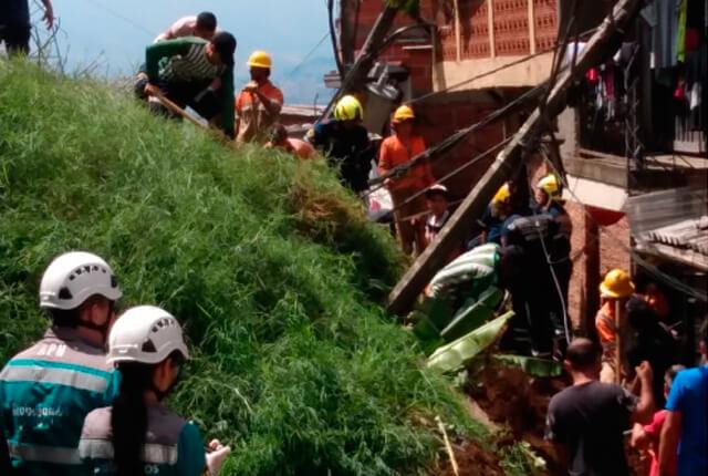 Descartan personas atrapadas en derrumbe en Santo Domingo Savio, nororiente de Medellín - Noticias Caracol